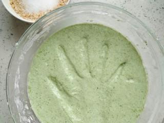椰蓉裹艾草青团,特别小清新的绿色,很怡人,是春天的颜色。