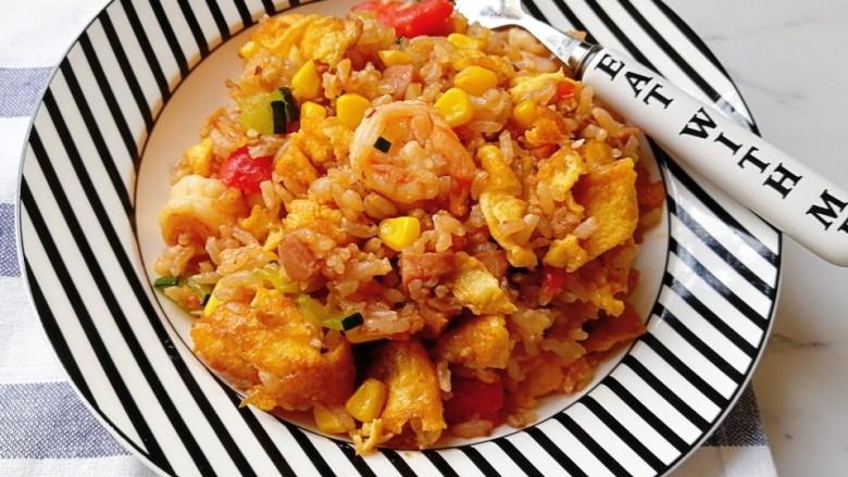 番茄虾仁蔬菜炒饭