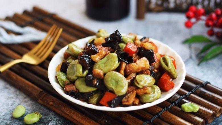 #菌类料理# 黑木耳肉丁蚕豆酥