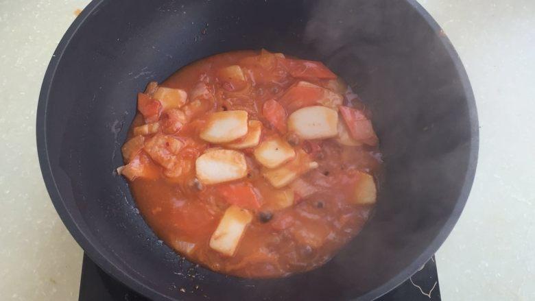 茄汁年糕,倒入酱汁,煮30秒