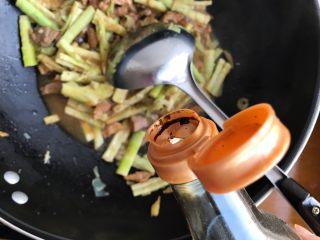 只有在春天才能品尝到的-野笋烧肉,加适量生抽