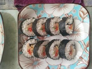 简单寿司,卷成条后切片摆盘