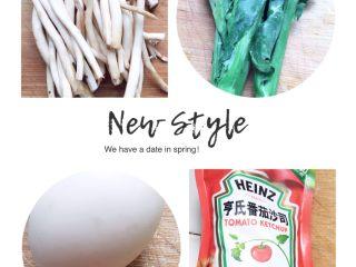 """蘑菇茄汁""""意面"""",材料洗净,青菜、茶树菇焯水(蘑菇比较难熟,过水好一点,毕竟给娃吃的)"""