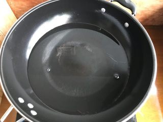 青椒油焖野笋,煮一锅清水