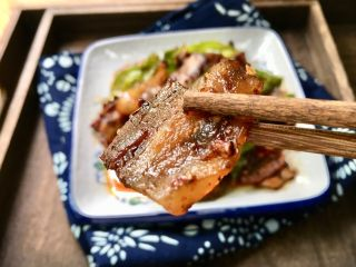 回锅肉,肉片琥珀色彩,晶莹剔透,肥而不腻,色香味俱全。