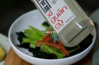 凉拌裙带菜,适量的醋;