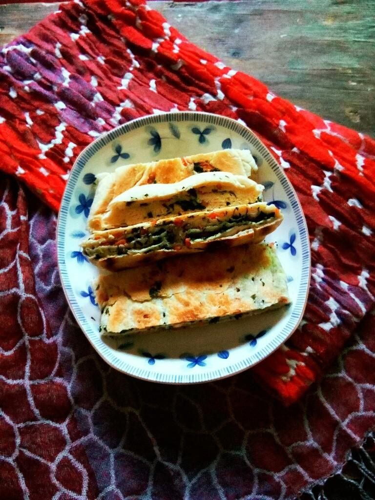 芹菜叶烤肠饼