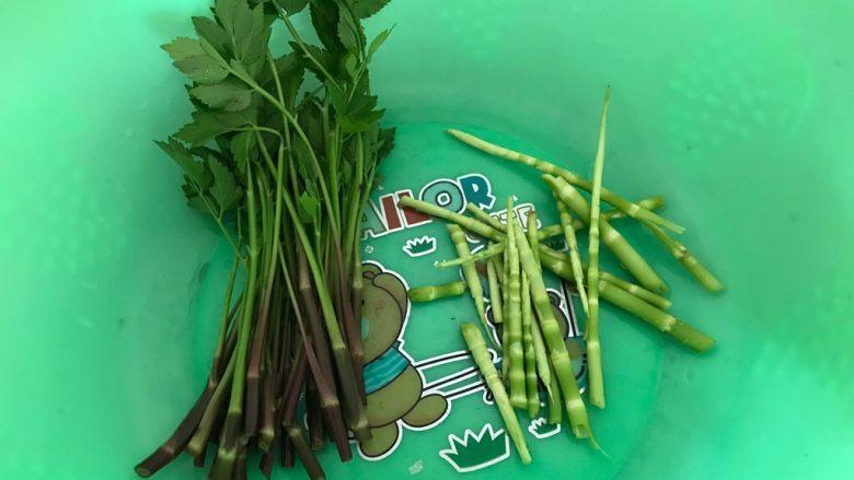 一起来品尝春天的味道-野菜炒饭,全部洗干净