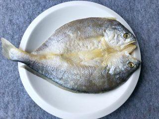 金针菇蒸咸鱼干,咸干黄鱼一条