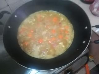简易咖喱,加水,放3个咖喱粉,按自己口味增减