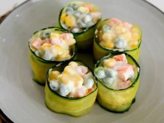 好吃又好看的黄瓜色拉卷,一学就会,还不快来试试,清新爽朗的黄瓜色拉卷。