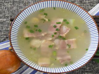 汤头透亮,咸鲜适口,多少从小喝到大的就是这个味道