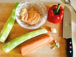 香煎鸡胸肉,鸡肉条加生抽,料酒,胡椒粉,蒜粉,生粉,鸡蛋清腌制入味儿