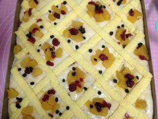 德国方形面包,撒蔓越莓干和蓝莓干做装饰
