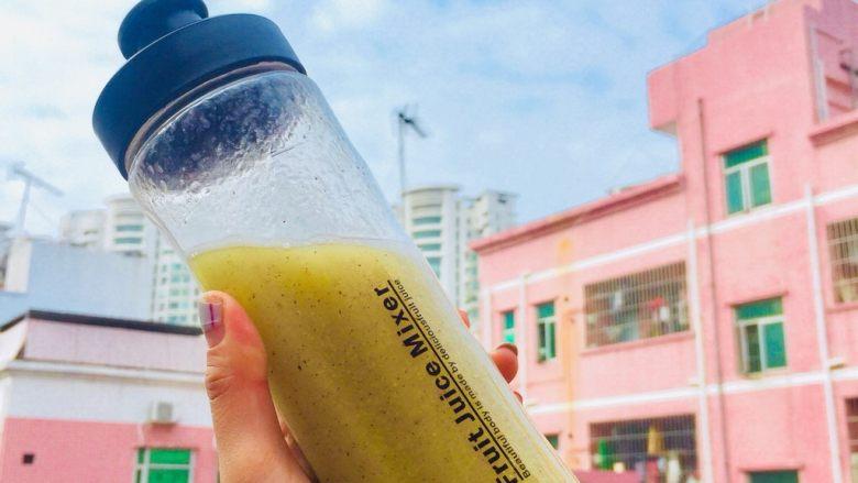 鲜榨鲜橙汁,苹果百香果汁。