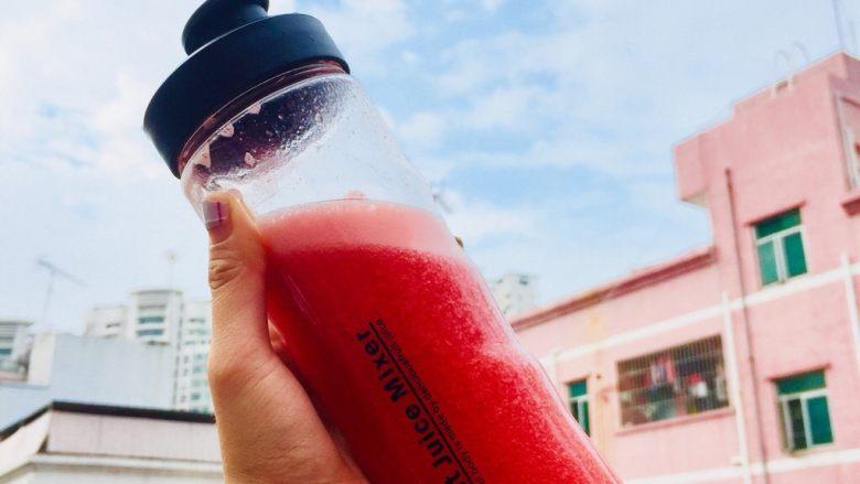 鲜榨鲜橙汁,西瓜汁。