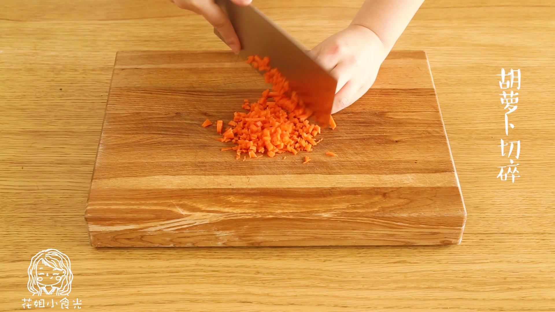 洋葱蛋圈12m+,胡萝卜切碎</p> <p>