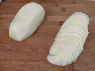 回锅肉香辣土豆片,土豆切片(如图)