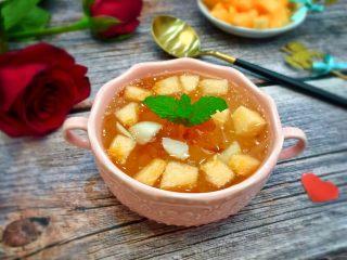 美容养颜~蜜瓜桃胶百合银甜汤