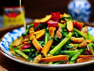 蚝油茼蒿肉丝豆干小炒,铛铛铛、诱人的茼蒿肉丝豆干小炒出锅喽
