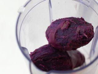 奶香紫薯血糯米糊,紫薯去皮放入料理机