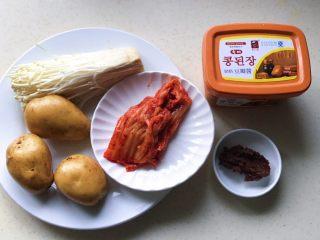 酸辣泡菜锅,准备好所有食材