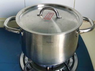 酸辣泡菜锅,加盖转小火慢炖一会儿,越煮越美味