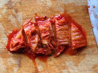 酸辣泡菜锅,泡菜切成自己喜爱的长度