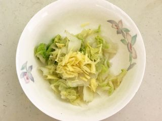开胃小菜  酸辣白菜,加入姜丝