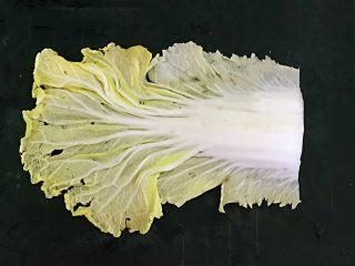 开胃小菜  酸辣白菜,取一片白菜