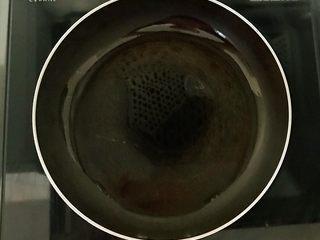 开胃小菜  酸辣白菜,锅里加入大豆色拉油