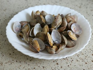 蒜蓉金针菇烤花蛤虾,花蛤一开口就要捞起来了