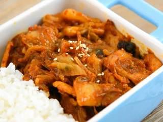 辣白菜炒五花肉—午餐把韩式料理带进办公室,出锅,这是道开胃又下饭的美食。