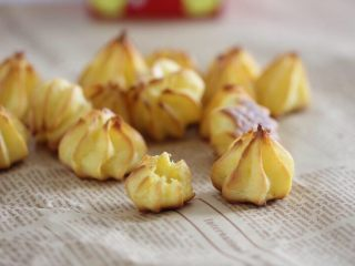 宝宝辅食:手指泡芙,好吃又好做,成品泡芙是空心的,嚼着酥酥脆脆。
