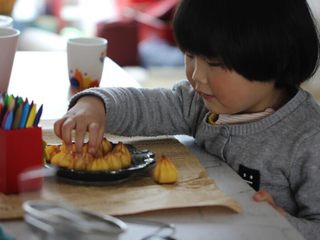 寶寶輔食:手指泡芙,好吃又好做,小不點兒又開吃啦!有這樣一個小吃貨也是一種幸福吧!