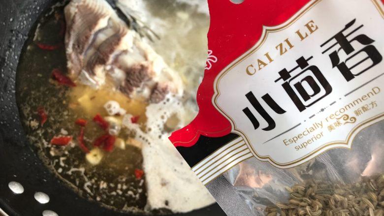 油豆腐黄豆芽炖鱼尾,加少许小茴香