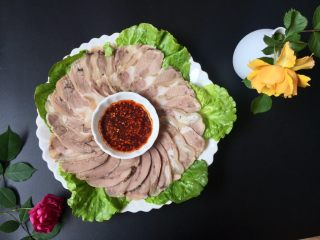夏日凉菜—白切猪肘,成品诱人~~有木有?