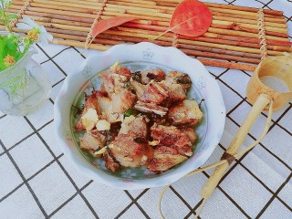 快手菜,空气炸锅版紫苏排骨,保留了更多排骨里的肉汁,咬一口外脆里嫩,味道好极了