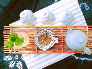 春季茶饮,绿茶&玫瑰茉莉茶,准备好龙井,也可以用毛尖、碧螺春、茉莉花茶等。