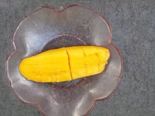 杨枝甘露,先把芒果切花刀