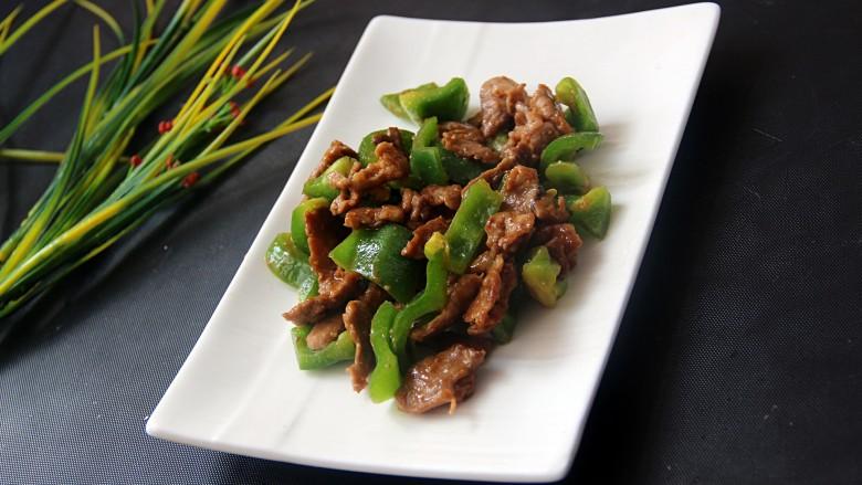 牛肉炒青椒,装盘