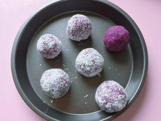 紫薯草莓球,依法做好所有的紫薯草莓球。