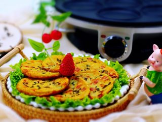 土豆火腿肠饼,铛铛铛、土豆火腿肠饼完美出锅喽