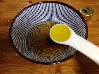 了不起的小番茄+什锦减脂沙拉,加入橄榄油调和均匀成为碗汁