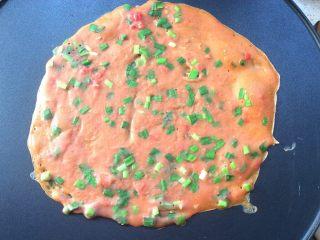 了不起的小番茄+番茄汁韭菜鸡蛋煎饼,定型后翻面