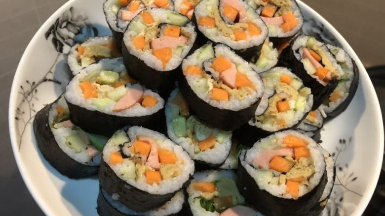 鸡蛋胡萝卜火腿寿司