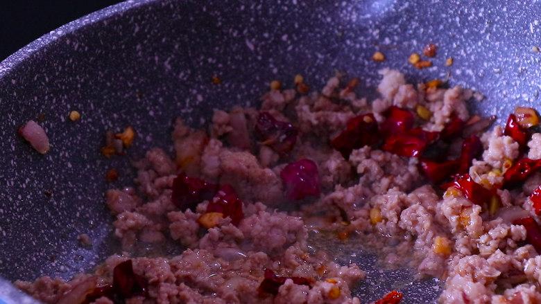下饭菜芹菜炒肉末,大概就像图片上这样。