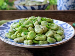 清炒蚕豆,粉糯适口,清香怡人,鲜嫩欲滴的蚕豆,连皮都能吃。