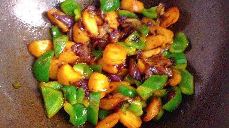地三鲜,翻炒均匀即可出锅。