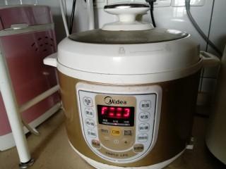 麻辣粉蒸排骨,高压锅设置在本色蒸